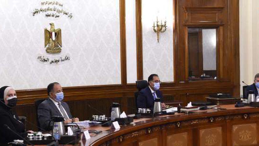 اجتماع رئيس الوزراء بشأن تطوير صناعة الغزل والنسيج