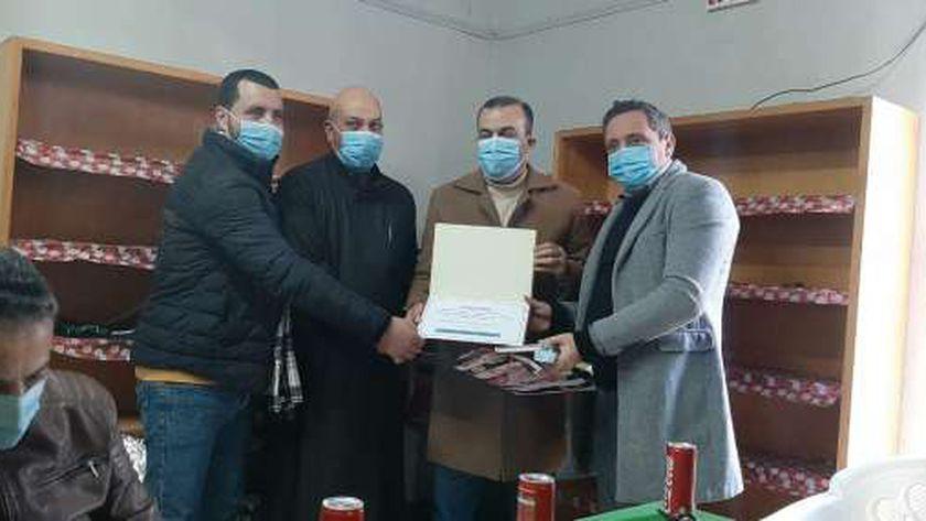 مواطنون يكرمون الأطقم الطبية بمستسفى الحامول:« شكراً من القلب يا أبطال»
