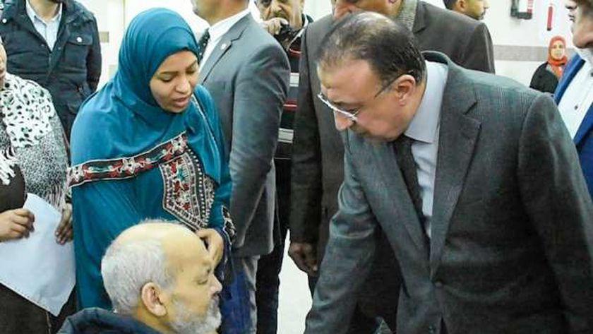 محافظ الإسكندرية يقوم بزيارة مفاجئة لمستشفي جمال عبد الناصر للوقوف على مستوي الخدمات الطبية بها
