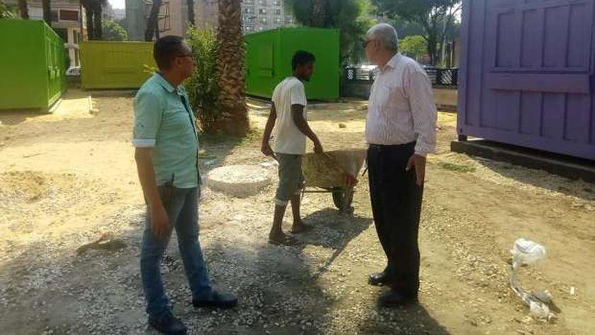 المهندس احمد عبد الهادي تائب رئيس حي الدقي خلال اعمال تجهيز ات مشروع 306 لتوفير فرص عمل للشباب بشكل حضاري