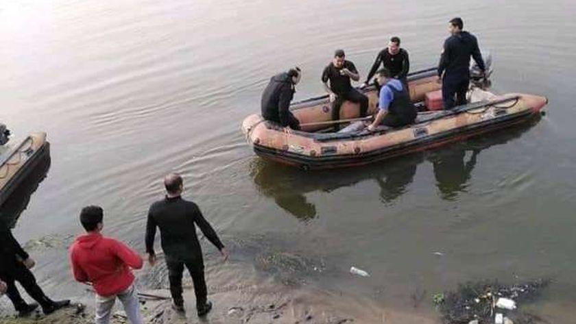 انتشال جثة من المياه _ ارشيفية
