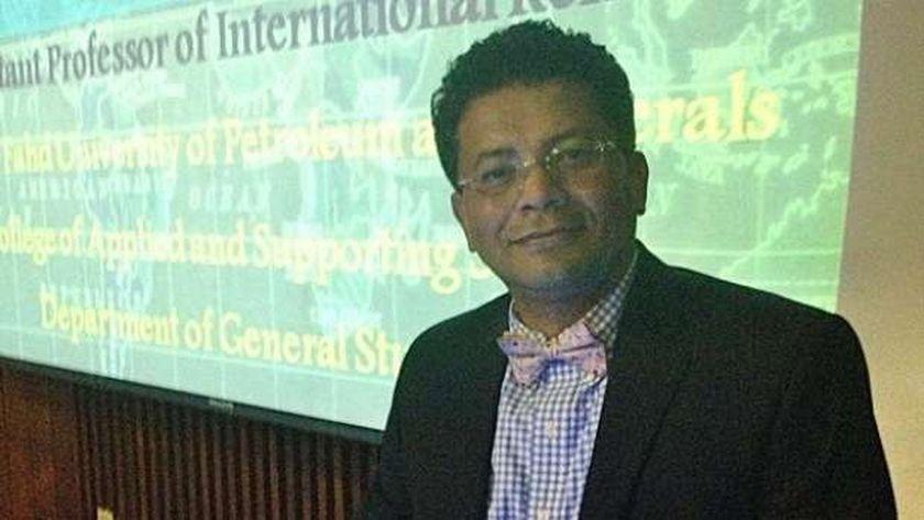 الدكتور أشرف سنجر أستاذ السياسات الدولية
