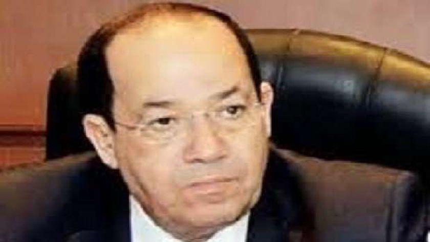 وكيل لجنة الصناعة بمجلس النواب للجمهور : مصر تواجه معركة ولازم الريس ينجح بكم