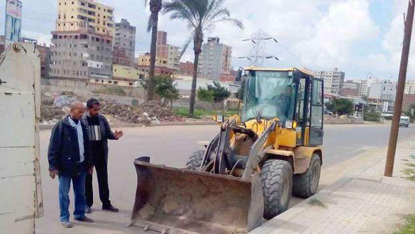 رفع  235 طن قمامة ومخلفات وتراكمات أتربة من شوارع كفر الزيات بالغربية