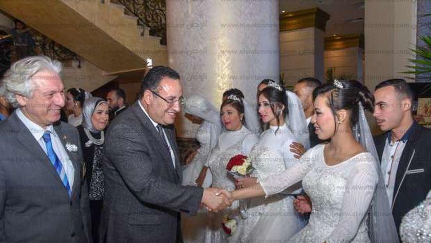 محافظ الإسكندرية يشهد حفل الزفاف الجماعي ل ١٠٠ عريس وعروس من الأيتام