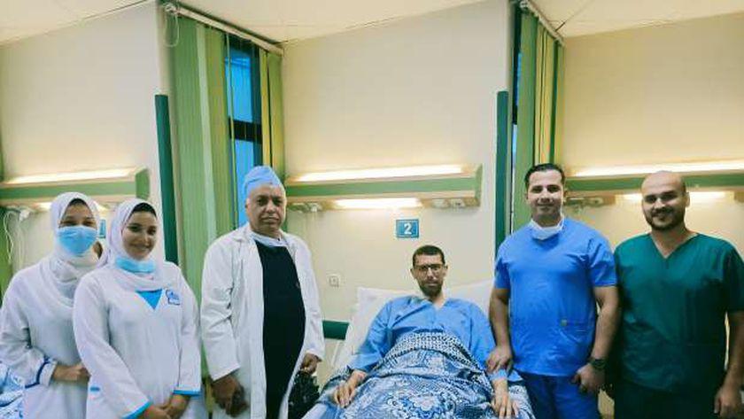 صورة «بحجم طفلين».. قصة استئصال ورم من كبد مريض بجامعة المنصورة دون نقل دم – المحافظات