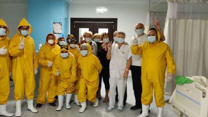 الطاقم الطبي في مستشفى الحجر الصحي في اسنا