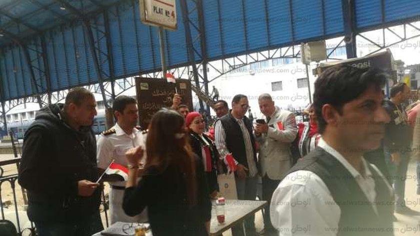 إقبال كبير من الناخبين على لجان محطات السكة الحديد للمشاركة فى الاستفتاء