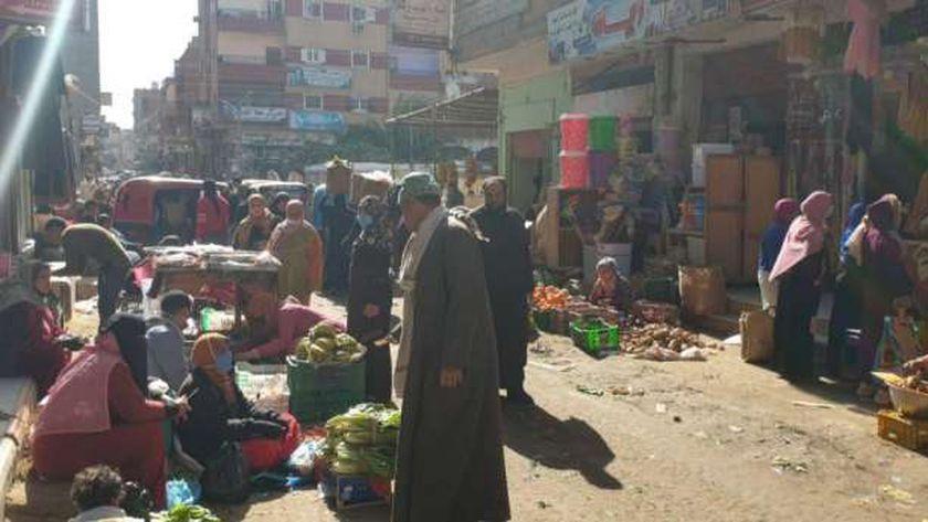 سوق السبت بمدينة الرياض يتحدى قرار الإغلاق