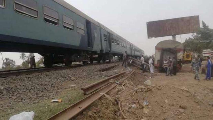جانب من عبور اول قطار بموقع حادث بنها