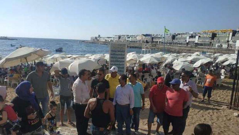 حملة لردع المخالفين على شواطئ الإسكندرية