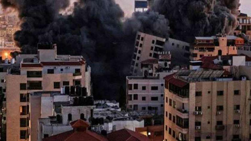 القنابل الفراغية تدمر مباني غزة