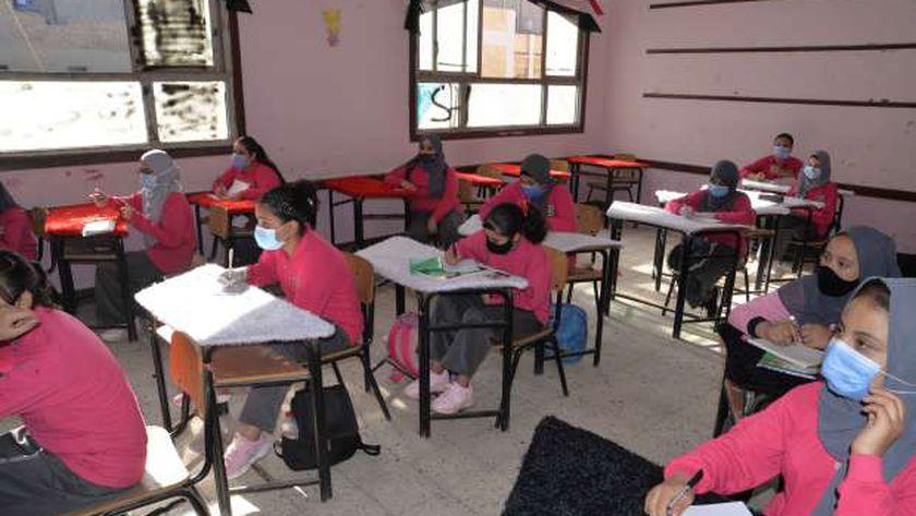 صورة أرشيفية للطلاب في أول يوم دراسي