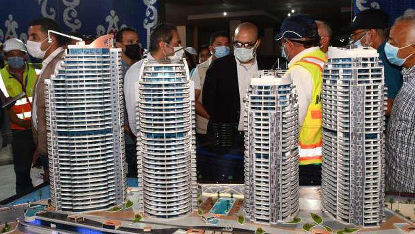 وزير الإسكان يتفقد المشروعات الجاري تنفيذها بالعلمينالجديدة