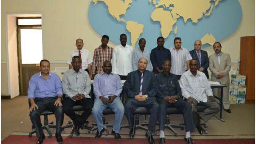رئيس الهيئة مع المتدربين من ابناء السودان