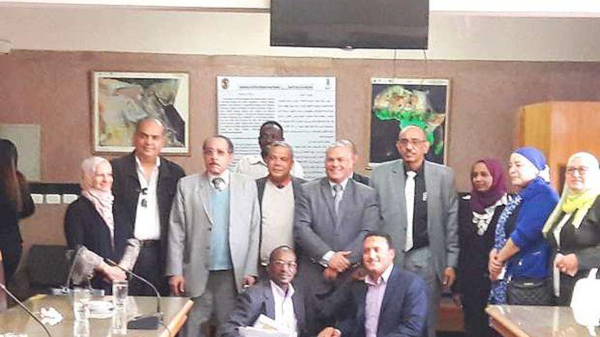وفد من الباحثين السودانيين