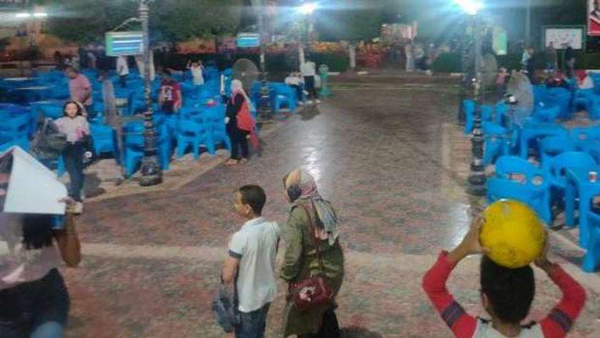 فرحة أطفال المنيا بسقوط الأمطار