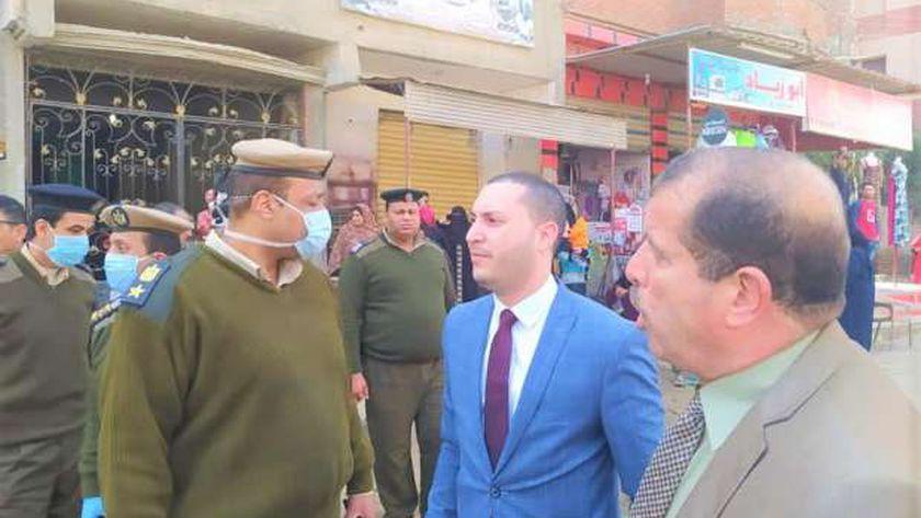 نائب محافظ كفر الشيخ يتابع غلق الأسواق وإجراءات التطهير والتعقيم