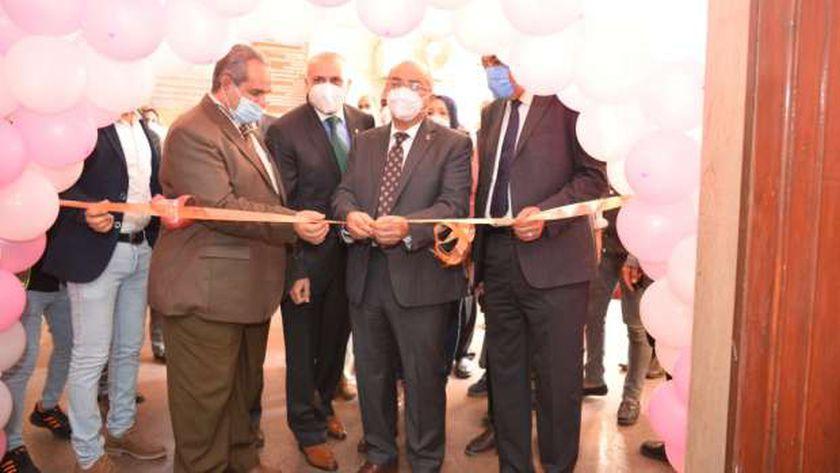 رئيس جامعة أسيوط يفتتح عدد من الوحدات والمعامل المستحدثة بمعهد جنوب مصر للأورام