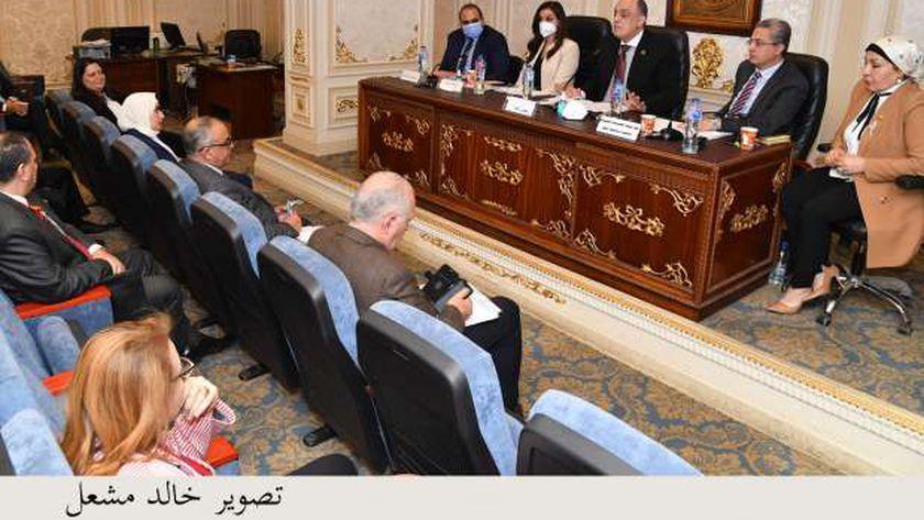 جانب من اجتماع اللجنة