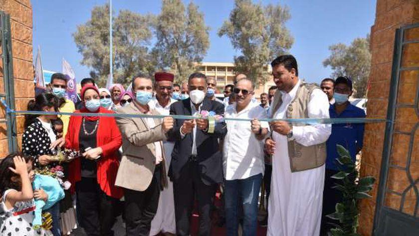 محافظ مطروح خلال افتتاح الوحدة الصحية في قرية أم الرخم