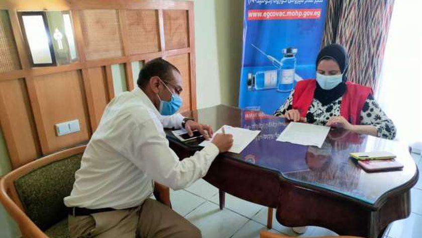 تطعيم لقاح كورونا بالبحر الأحمر