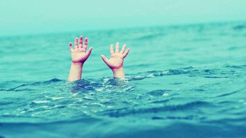 انقاذ عامل حاول الانتحار بألقاء نفسه في ينهر النيل بسوهاج