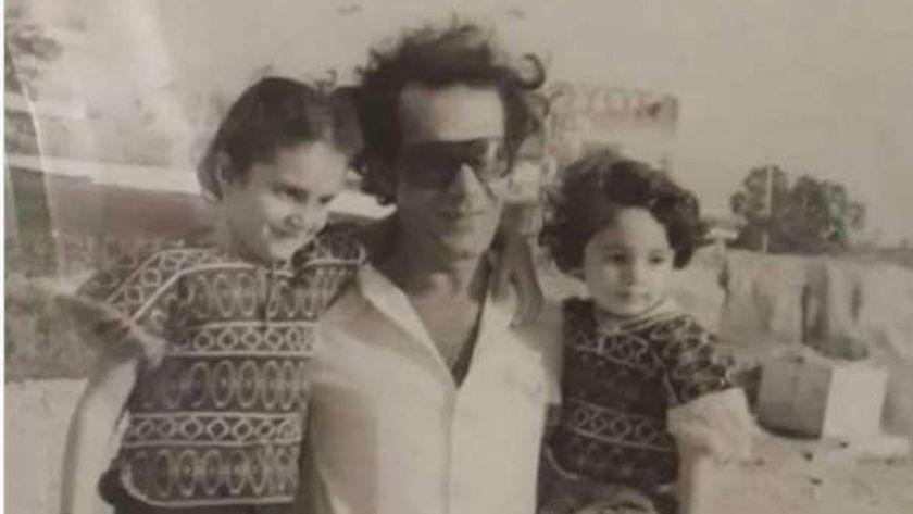 الفنان محمود ياسين مع أبنائه