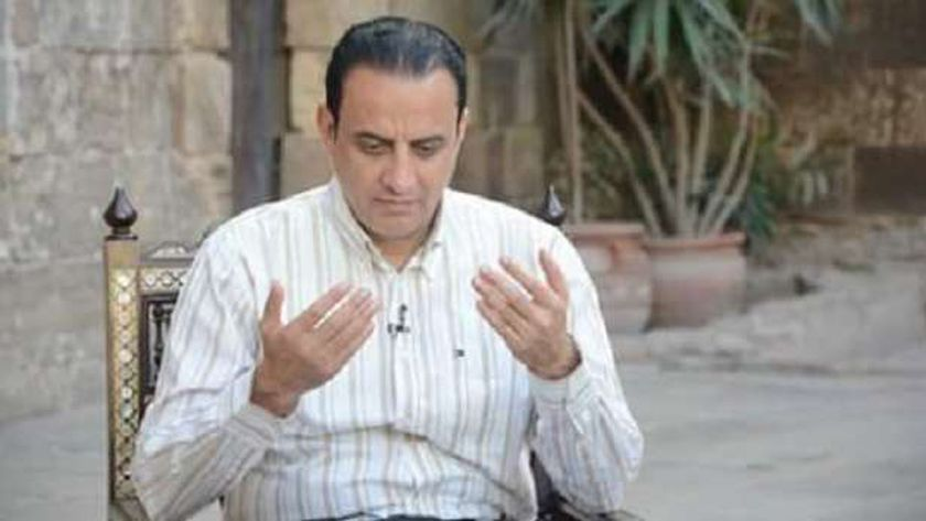 الإعلامي طارق علام