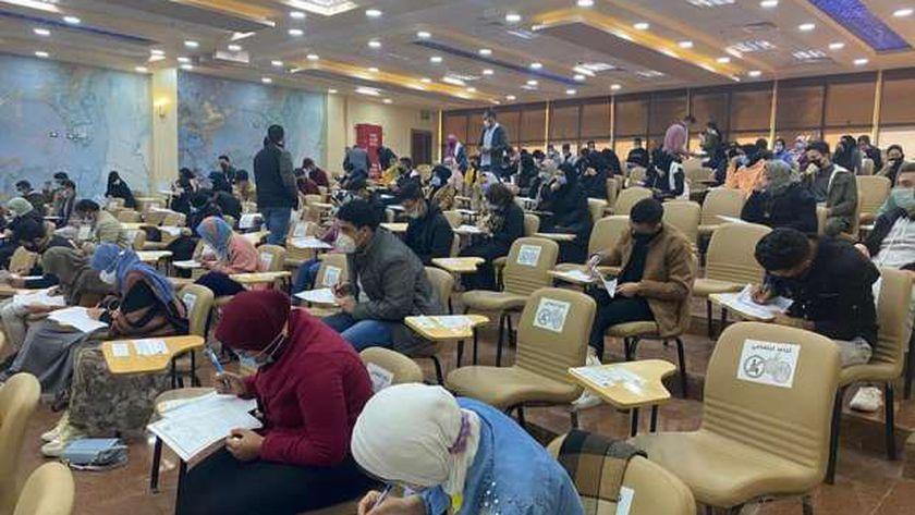 جانب من إمتحانات الفصل الدراسي الأول في جامعة مطروح