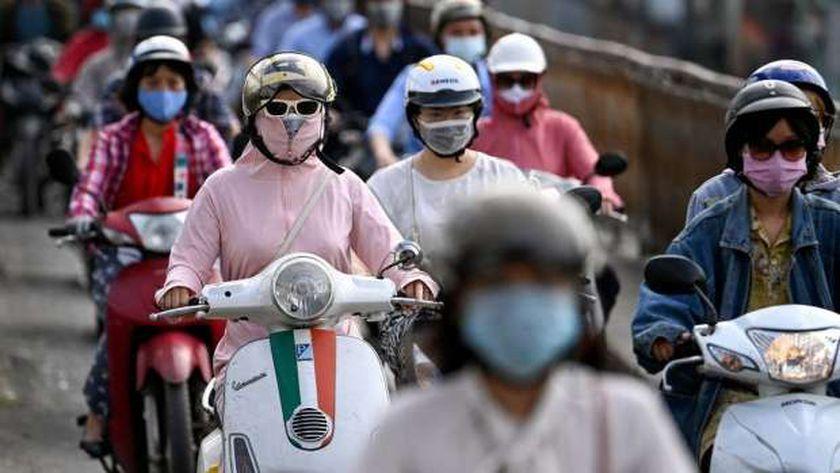 مواطنو فيتنام يلتزمون بالغجراءات الاحترازية في شوارع العاصمة