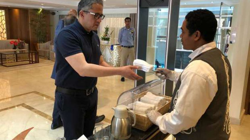 """الدكتور خالد العنانى وزير السياحة والأثار يتفقد الاجراءات الوقائية بالفنادق العائمة """"أرشيفية"""""""