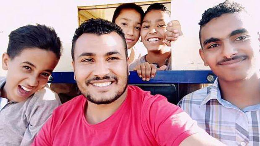 محمد والأطفال من حوله