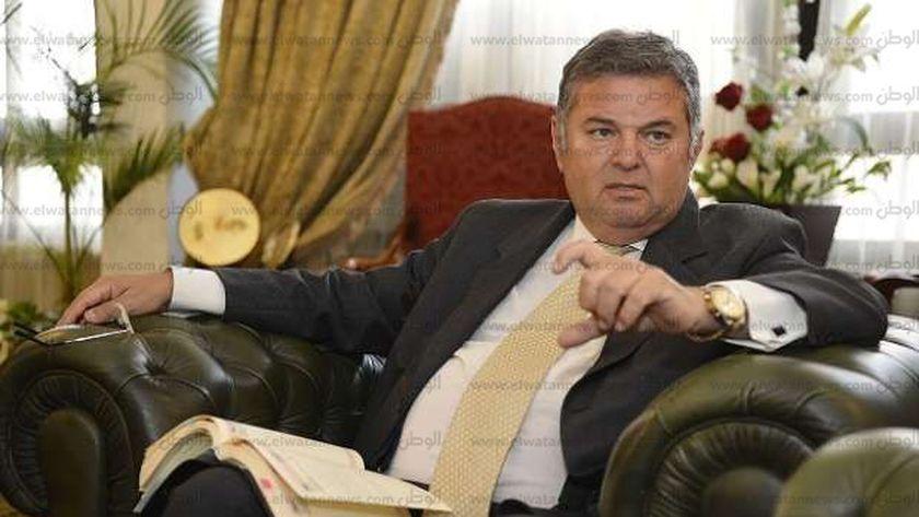 وزير قطاع الأعمال العام يواجه قنبلة موقوتة داخل القطاع