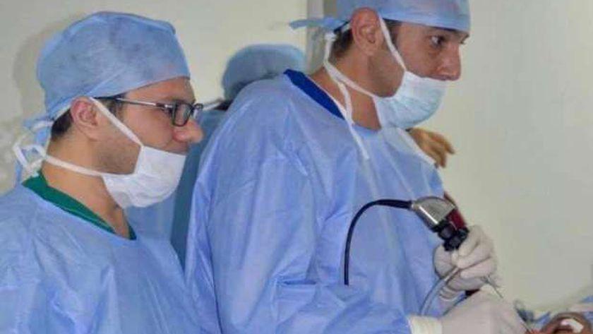 بالمنظار وبدون جراحة:استئصال ورم بجمجمة طفل بنجاح بمستشفى طنطا جامعي