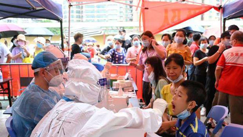 احد مراكز فحص فيروس كورونا بمدينة جوانجدونج
