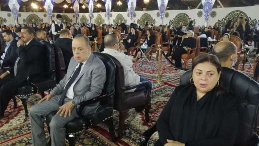 أشرف زكي وشقيقته يصلان عزاء محمد فريد خميس - مصر - الوطن