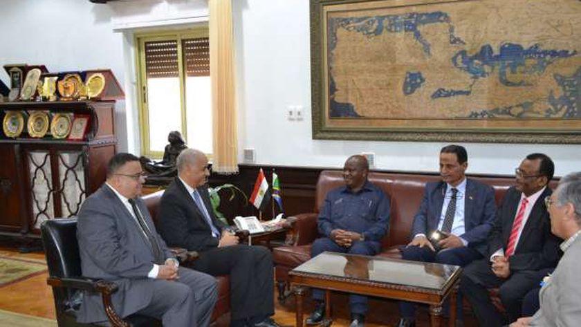رئيس جامعة الإسكندرية يستقبل رئيس البرلمان التنزانى