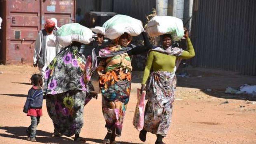 مركز الملك سلمان للإغاثة يوزع سلال غذائية في السودان