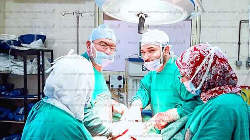 فريق طبي بجامعة الإسكندرية يستأصل ورم خبيث يزن 55 كيلوجرام