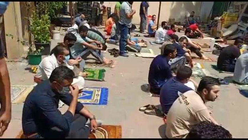 الجمعة العائدة من مسجد الشيخ كشك بين اللهفة والبكاء