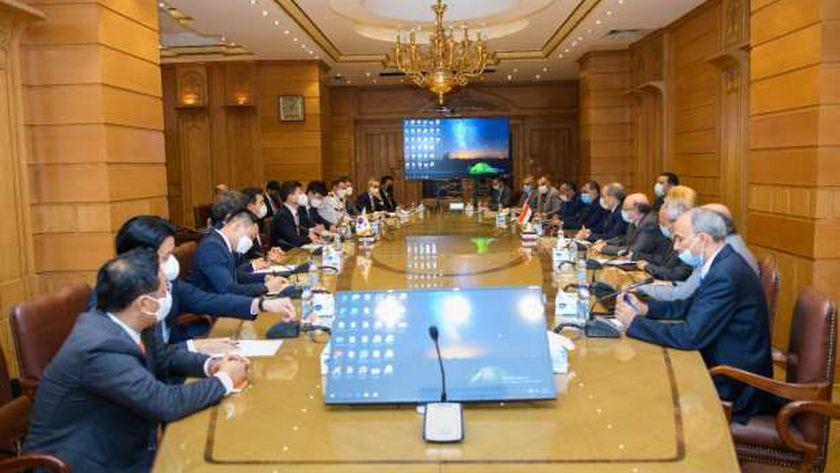 وزير الإنتاج الحربي يناقش مع «كوريا الجنوبية» سبل تعزيز التعاون