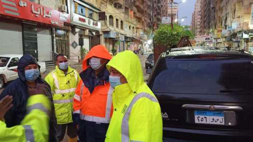 قيادات  القابضة للمياة تتابع سحب تجمعات مياه الأمطار من شوارع محافظة الاسكندرية