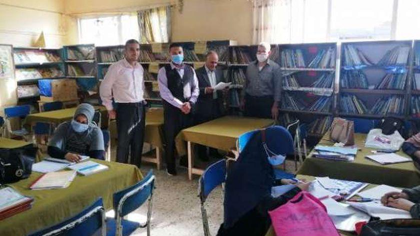 محافظ الشرقية يتابع انتظام سير العملية التعليمية في أول أيام الدراسة