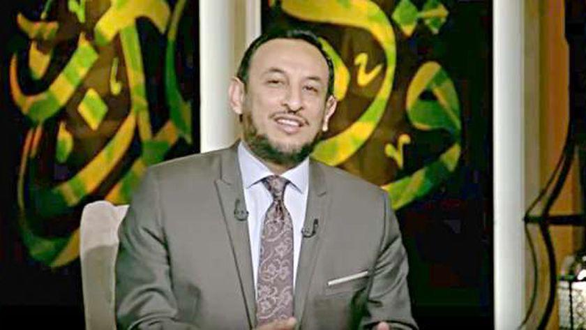 رمضان عبدالمعز يبدأ حلقة اليوم من برنامجه بتكبيرات العيد
