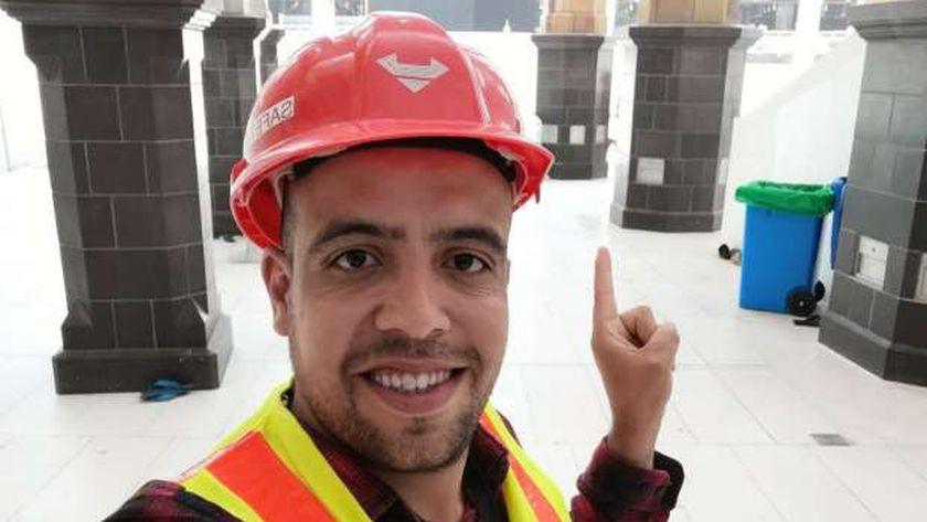 محمد ناجي أثناء تغيير الكسوة