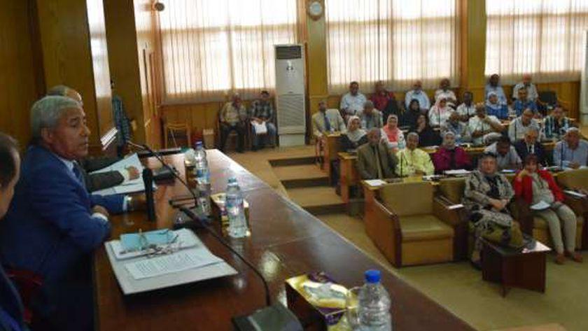 أول إجتماع للمجلس التنفيذى برئاسة اللواء أحمد إبراهيم محافظ أسوان