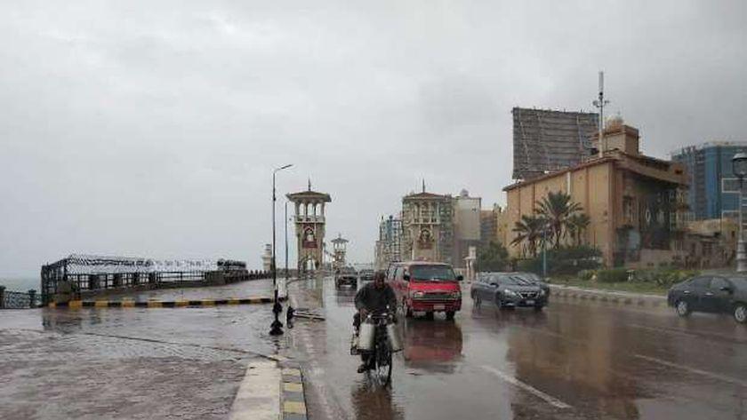 أمطار متوسطة تجتاح الإسكندرية