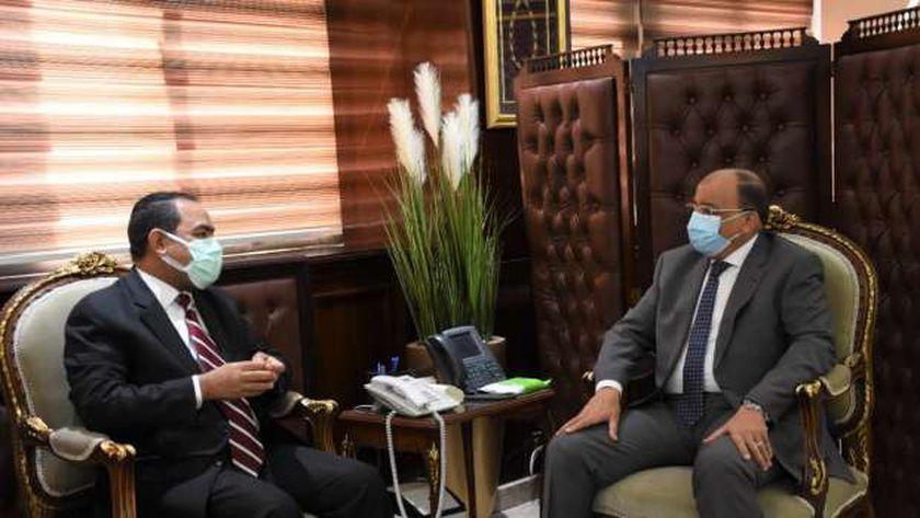 «شعراوى» خلال اجتماعه مع رئيس «التنظيم والإدارة»