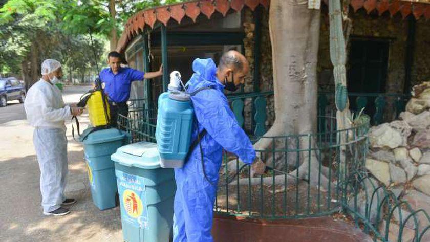 فرق التعقيم تواصل تطهير حديقة الحيوان استعداداً لاستقبال الزوار